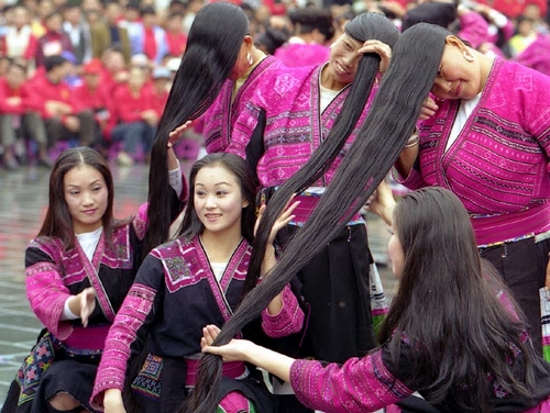 huangluo-yao-village-of-the-longest-haired-women-in-the-world